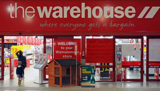 The Warehouse has closes its Wainuiomata Mall store earlier than expected.