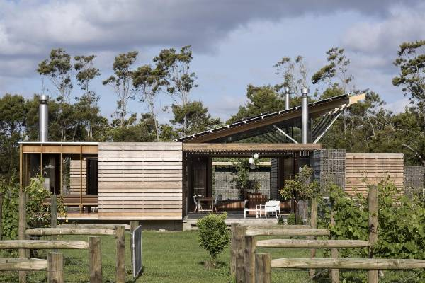 Winners of the Auckland Architecture Awards 2016 include this project in the Housing category: Bramasole, Waiuku, by ...