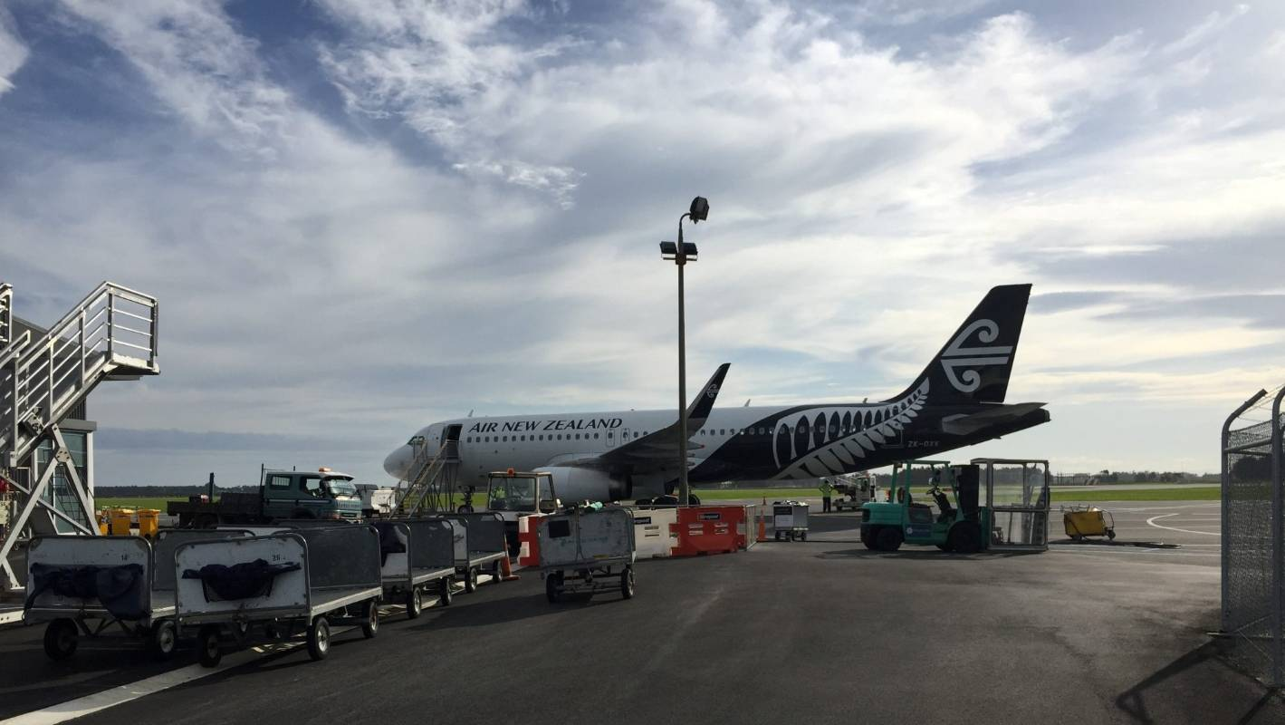 invercargill airport lands a320 airbus jet for air new. Black Bedroom Furniture Sets. Home Design Ideas