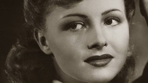 Casablanca actress Madeleine LeBeau has died, aged 92.