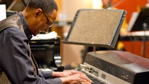 Chicago pianist Ramsey Lewis live on stage.
