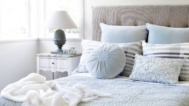 Clean And Clic Jackie Bushell Teaches Us How To Make A Beautifully Made Bed