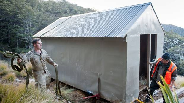Army and DOC staff prepare the hut to be lifted.