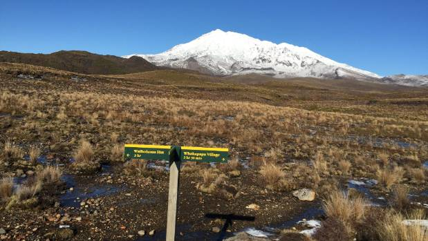 The turn-off to Tama lakes, with Whakapapa in the background.