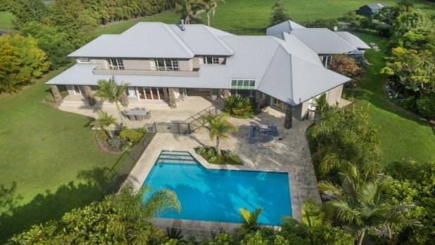 Five of the best auckland houses for sale with heated for Heated pools for sale