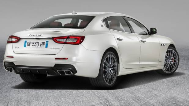 maserati quattroporte is updated for 2017. Black Bedroom Furniture Sets. Home Design Ideas