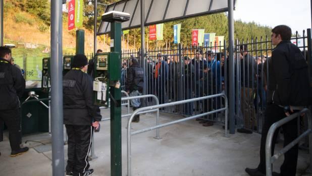 People queue up to enter Fieldays.