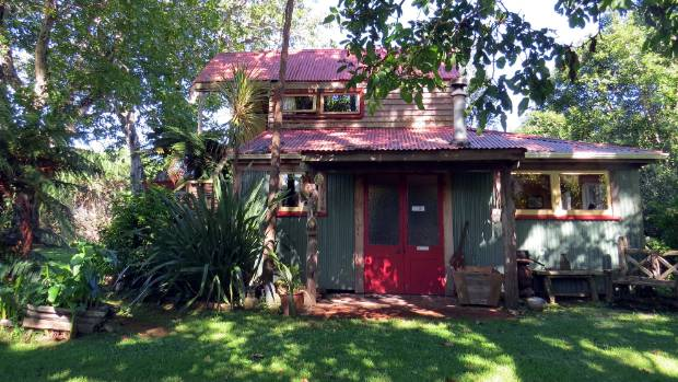 The Quirky But Cosy Cottage Accommodation At The Flying Fox, Whanganui.