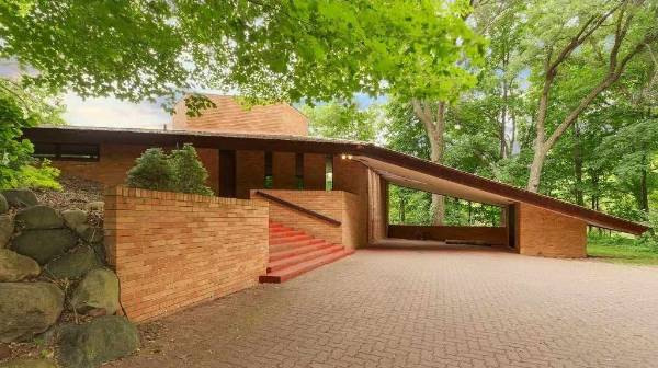 Mid century modern house by architect frank lloyd wright for Modern homes for sale mn