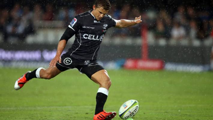 Pat Lambie in a Super Rugby game for the sharks in 2015.