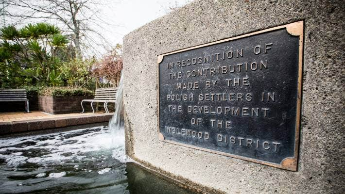 Fritz Reuter place was opened in 1991, in recognition of the Polish settlers that worked in Inglewood.
