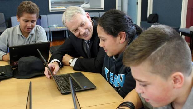 Ako Hiko Education Trust patron Phil Goff helps  Alipate Vaka, William Pasa and Jairus Hulbert-Matthews with their homework.