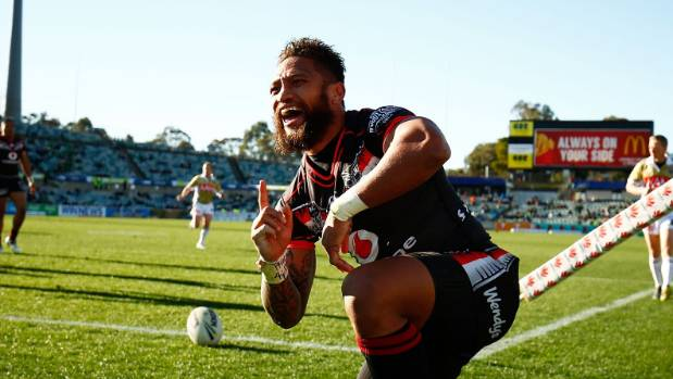 Manu Vatuvei of the Warriors celebrates a try in 2016.