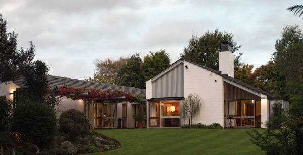 Classic Mid Century Modern Christchurch House By Sir Miles Warren Up