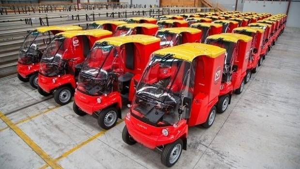 The first of 500 electric parcel delivery vehicles arrive in NZ.