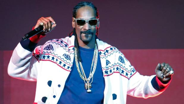 Christmas sweaters, KFC and lots of weed: Snoop Dogg and Willie ...