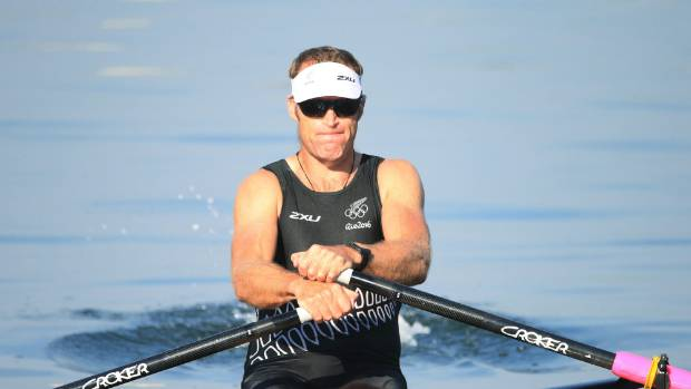 Mahe Drysdale powered past rival Ondrej Synek to comfortably reach the men's single sculls semifinals.