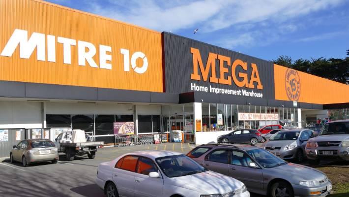 Invercargill Mitre 10 Mega staff strike because of poor pay | Stuff