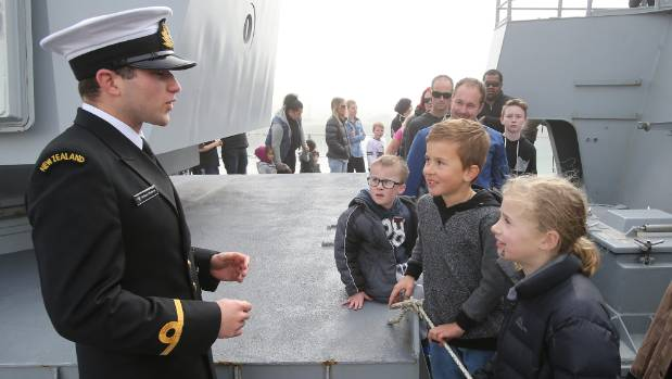 SLT Willem Pieterse talks to Brodie Grieve, 6, Daytona Smith, 8, and Jayda Hull, 9, about the ships big gun.