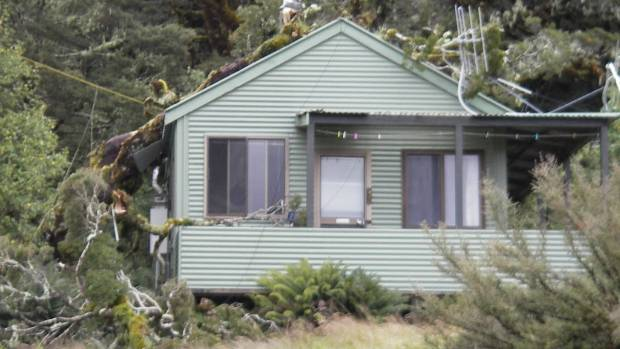 The warden's hut at Lake Mackenzie on the Routeburn Track.