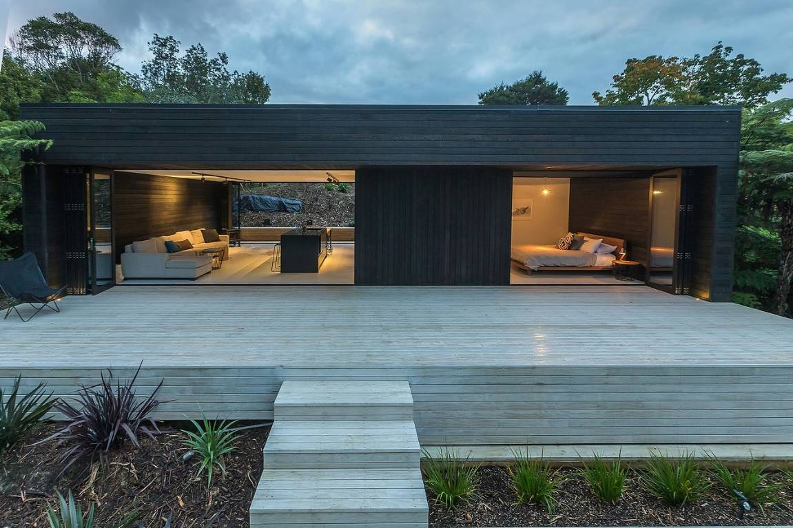 Black kitchen in black holiday house wows TIDA judges | Stuff.co.nz