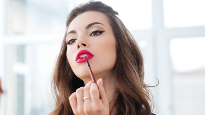 42 Per Cent Of Women Say Applying Makeup On Morning