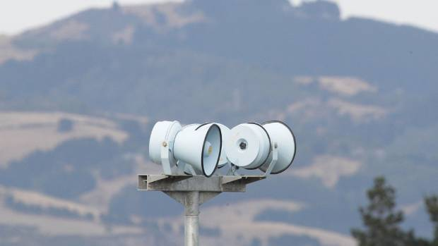 Christchurch's tsunami sirens did not sound for over an hour after last week's earthquake, angering some residents.