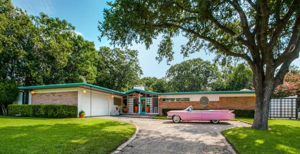 564cf95122 Mid-century Modern house could be straight out of Mad Men