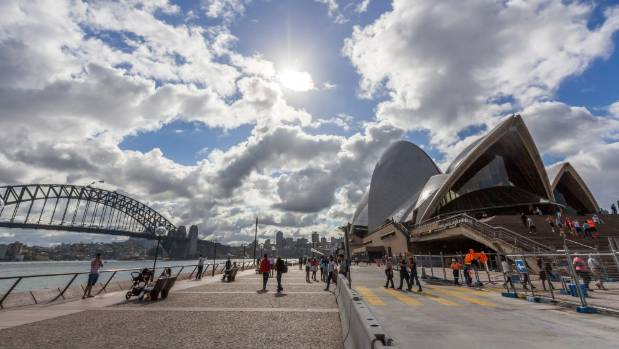 Warm air set to bake Australia in temperatures above 30C will then come to NZ, MetService says.