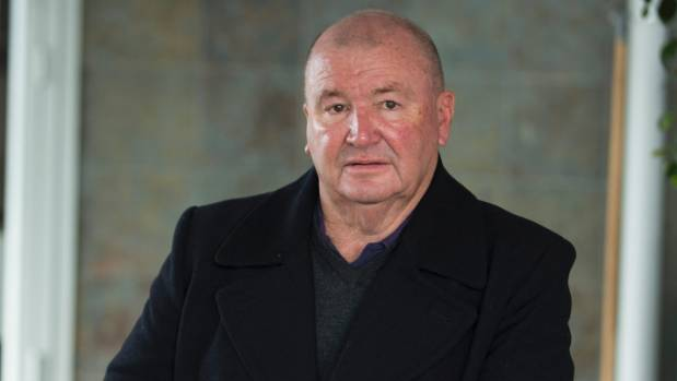 Former Kiwis rugby league coach Graham Lowe is backing Otago University researchers' calls for a ban on alcohol ...