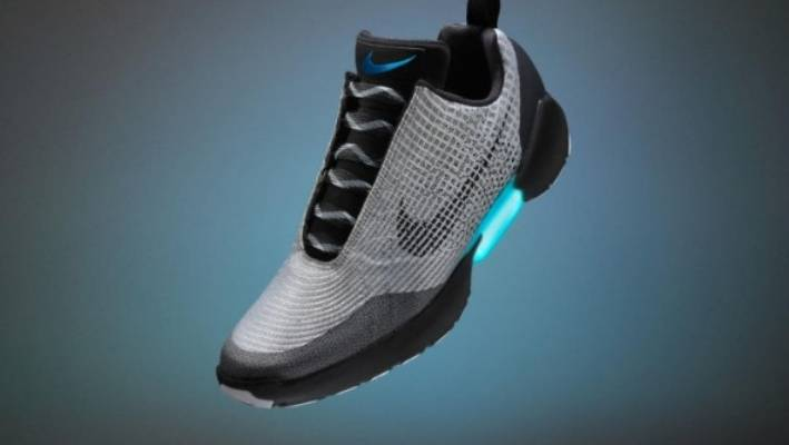 new arrival 86ca8 03d23 Nike self-lacing shoes arrive in November 2016.
