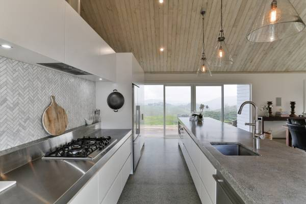 Modern Country Kitchen Doesn T Compromise Quality For Low Cost