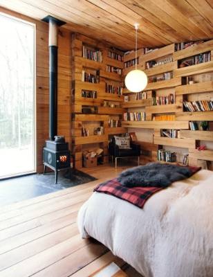 The interior of the library cabin is, as expected, lined with bookshelves. These are made from interlocking timber beams.