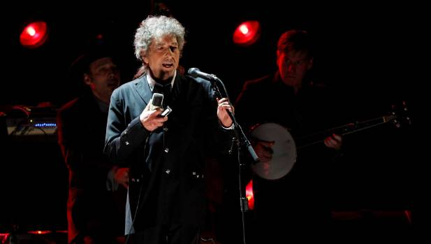 an analysis of the singer bob dylan singing about the monkeys The second major influence bob dylan had on the beatles was that he freed them from the conventions of pop music though dylan's influence was most noticeable in john lennon, paul mccartney's songs of the same albums show similar progress the song was primarily written before the 60s.