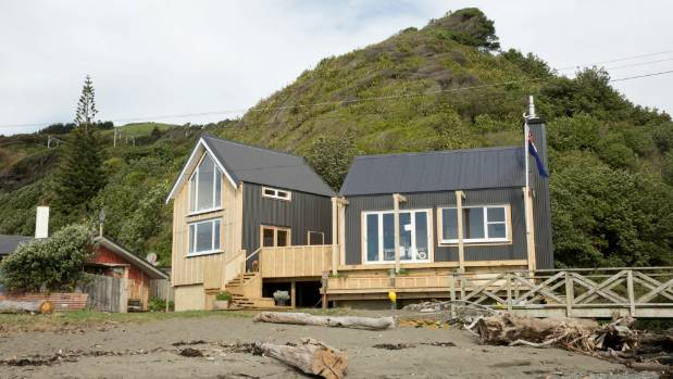 Grand designs nz ode to classic kiwi bach for Beach bach designs