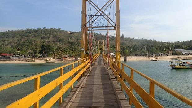 "The ""Yellow Bridge"" connecting Nusa Lembongan and Nusa Ceningan collapsed."