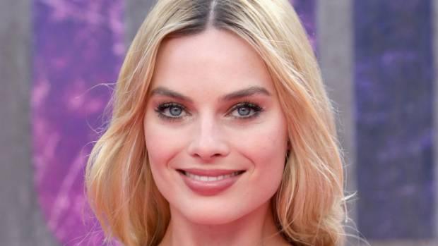 Margot Robbie is in line to play Queen Elizabeth in Mary Queen of Scots.