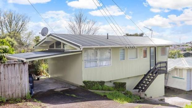 2/92 Oakdale Rd Mount Roskill is a cosy two bedroom home.