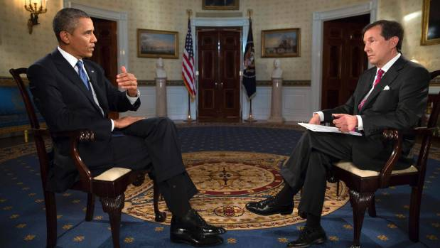 US President Barack Obama participates in an interview with Chris Wallace (R), anchor of Fox News Sunday, in 2013.