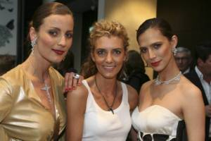Models Jojanneke and Grace flank Sally Ridge at a 2009 Northern Club event.
