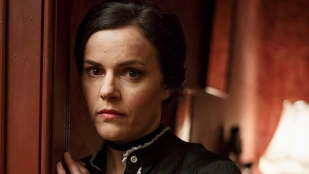 Amanda Billing plays the mysterious Brenda on this week's episode of The Brokenwood Mysteries.