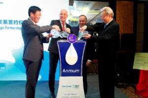 Wang Zhentai (Beingmate chairman), Fonterra CEO Theo Spierings, Prime Minister John Key and Song Kungang (chairman of ...