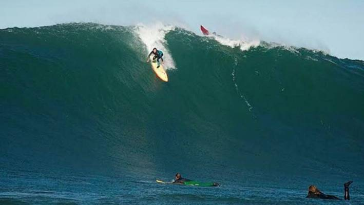 50faffc5761192 Women to make surfing history by competing in big wave surf contest ...