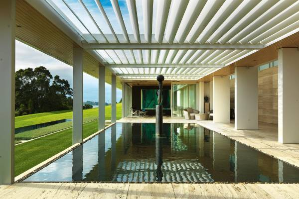 The reflection pool, a swimming pool below (beyond the corokia hedge that is level with the lawn) and the Pacific ocean ...