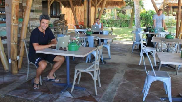 Kiwis Working Outside The 9 5 Digital Nomads Clocking On