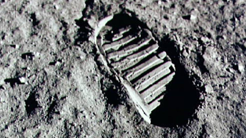 Mythbusters moon hoax footprint