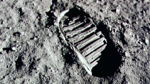 hoax moon landing footprint - photo #5
