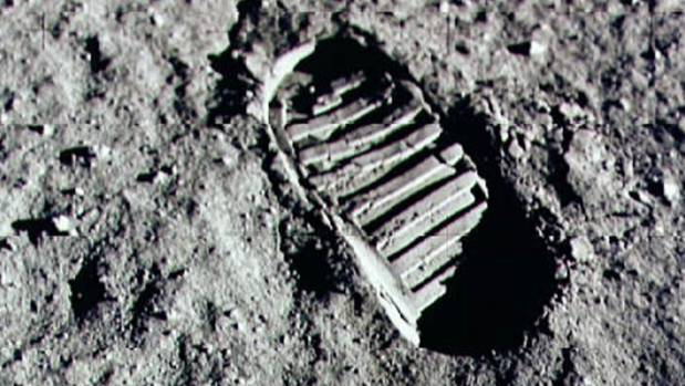 Can you really leave a footprint in the water vapour-free vacuum of the Moon?