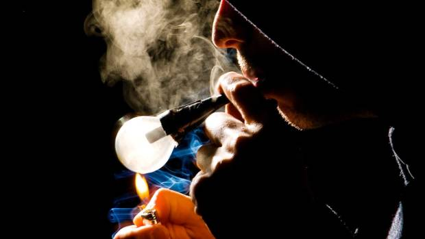 how to clean a crystal meth pipe