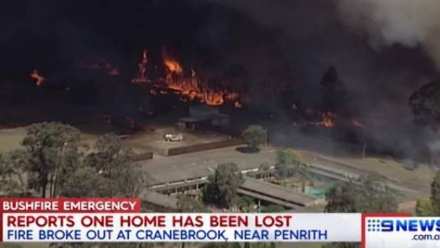 Moving grassfire threatens homes in western Sydney